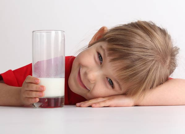 کلسیم در کودکان، شیر خوردن کودک