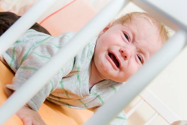 نخوابیدن کودک، بیدار شدن نوزاد در شب